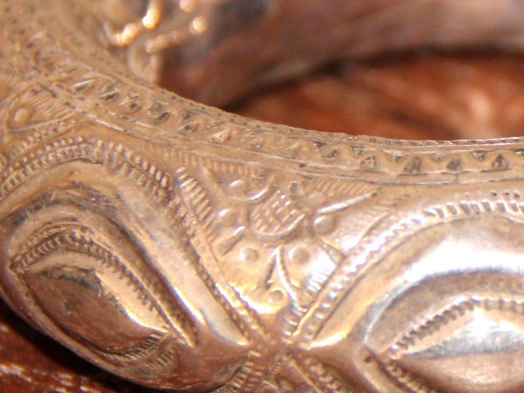 Das Armband ist in einem guten, dem Alter entsprechenden Zustand (vermutlich um 1900-1920 gefertigt)