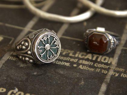 Eine Auswahl antiker und Retrooptik Silberringe