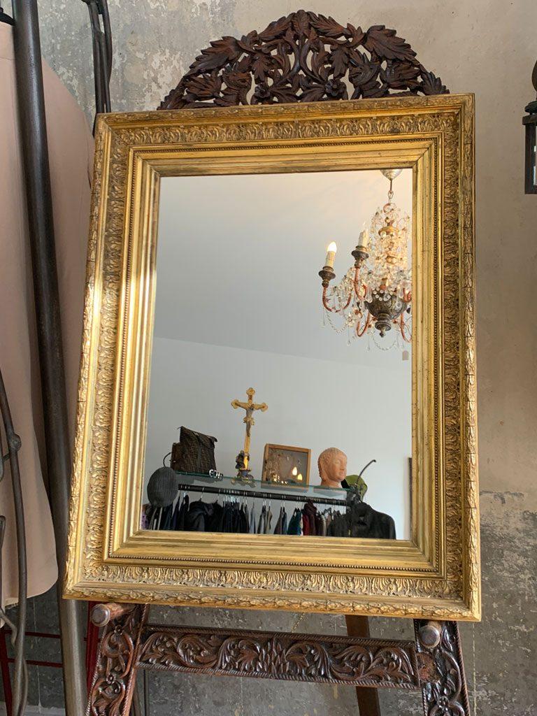 Antiker goldfarbener Spiegelrahmen mit originalbelassener Patina