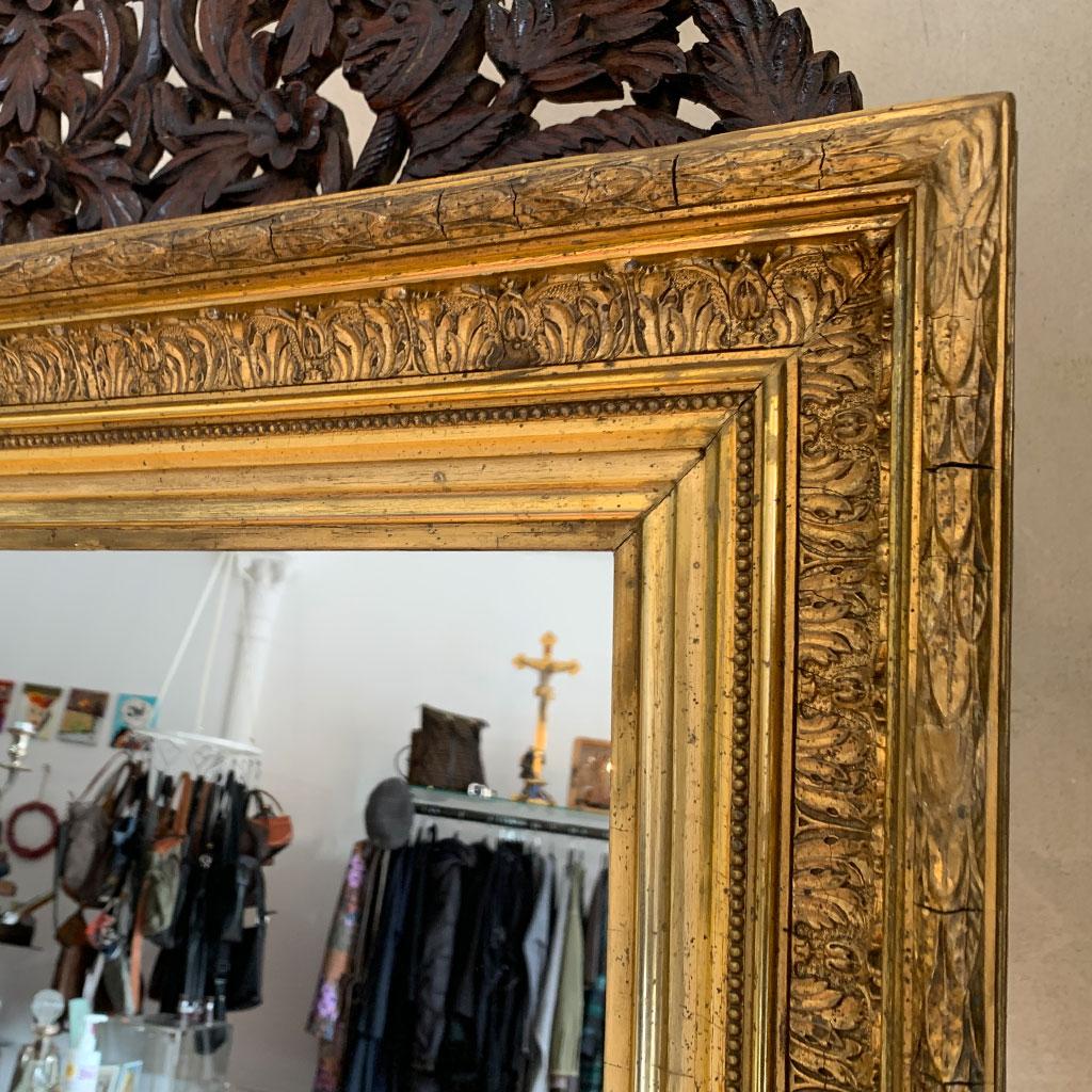 Würdevoll gealterter antike Spiegelrahmen mit neuwertigem Spiegelglas